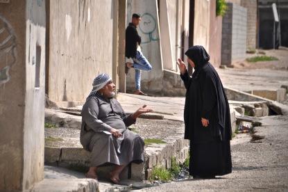 Gespräche am Straßenrand in Ost-Mosul