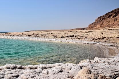 Salzkrusten am Ufer des Toten Meeres