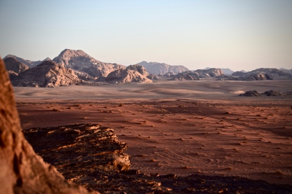 16 Es ist nicht der Mars und nicht der Mond, sondern ein weiterer Blick auf Wadi Rum.