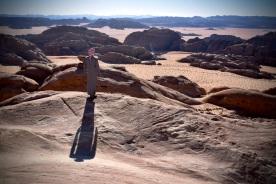 17 Wende dein Gesicht der Sonne zu und der Schatten fällt hinter dich. Blick vom Jabel Hash in Richtung Saudi-Arabien.
