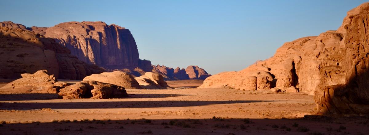 Wadi Rum: das Spiel mit demFeuer